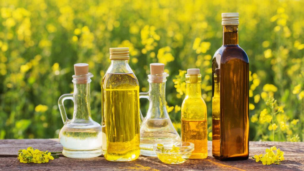 Nicht nur zum Kochen, nein auch zum Backen kann Rapsöl verwendet werden – und ist dabei erst noch äusserst gesund: Wie man das Pflanzenöl in der Küche zum Einsatz bringt.