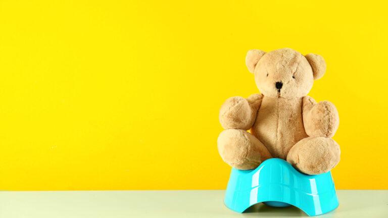 Etwa fünf Prozent aller Kinder zwischen Säuglingsalter und dem 5. Lebensjahr leiden unter Verstopfung. Wie Eltern ihren Kindern in einem ersten Schritt schnell helfen können, sowie, was auf lange Frist dagegen hilft.