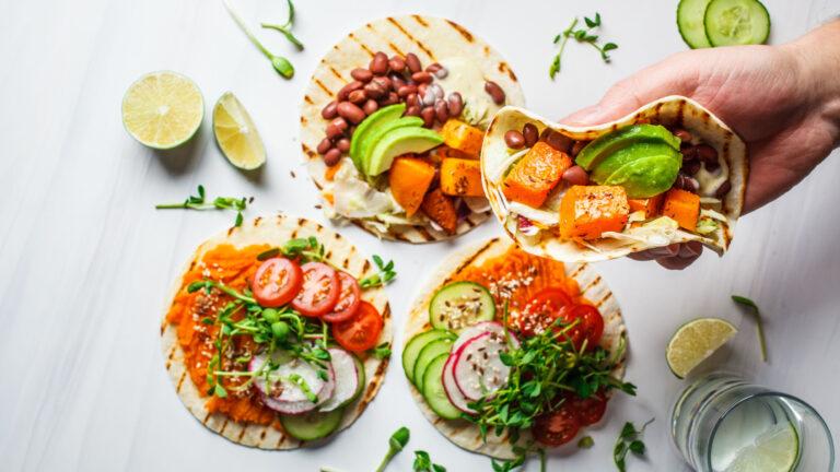 Im Beobachter erklärt Ernährungsberaterin Annina Pauli, wie sich verschiedene Ernährungsformen an einem Familientisch vereinen lassen.